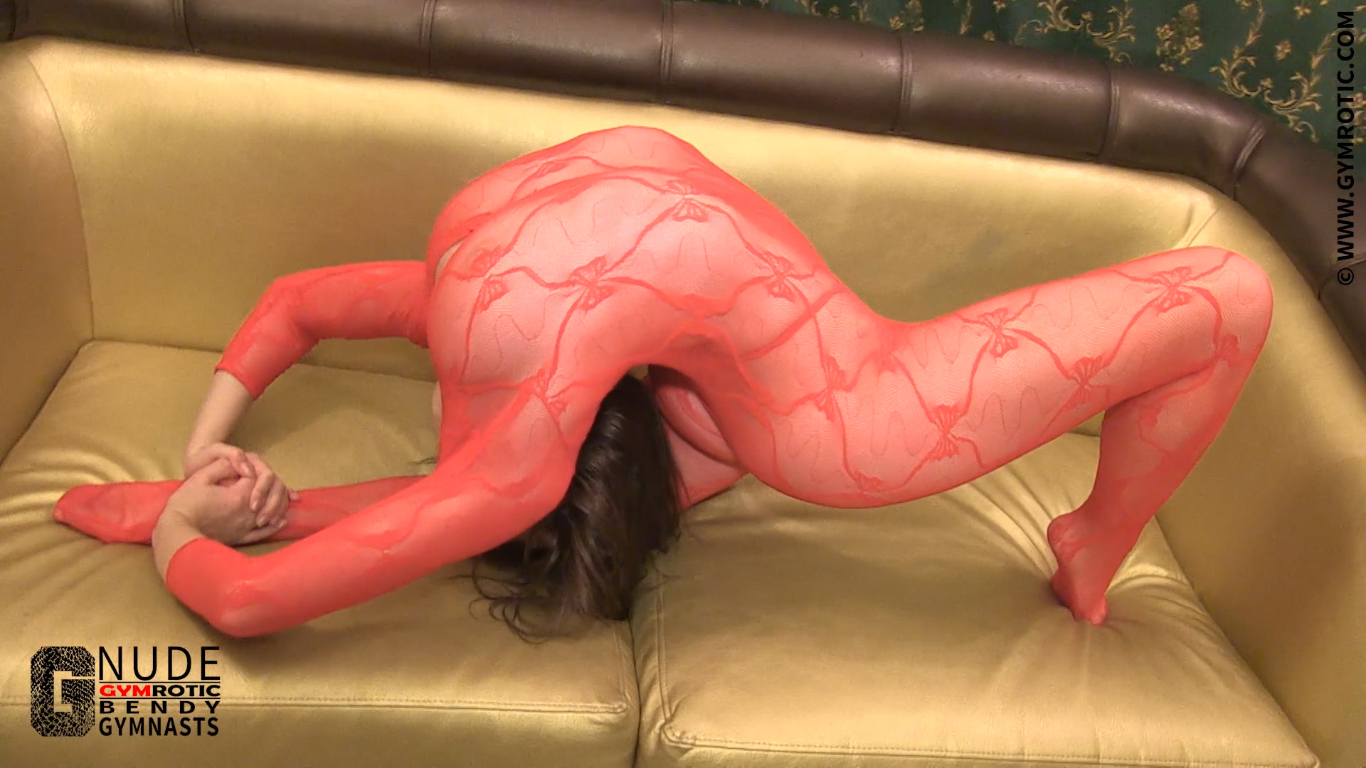Busty Babe shows Contortion