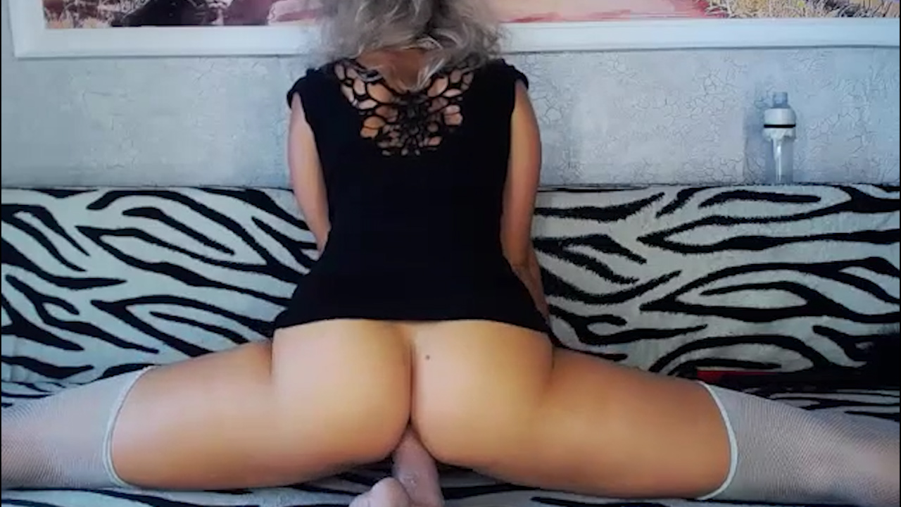 Dildo Deep in Splits